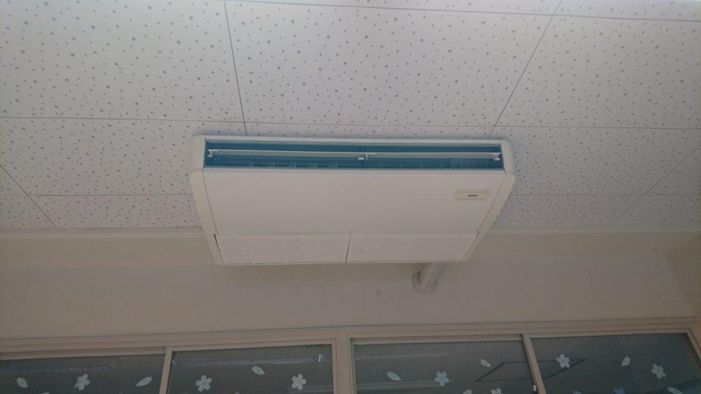 天井型エアコン位置